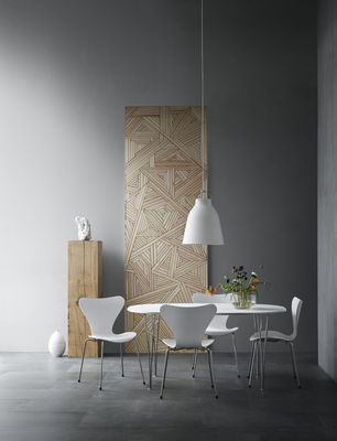 Wood and white   Serie 7 chair by Fritz Hansen