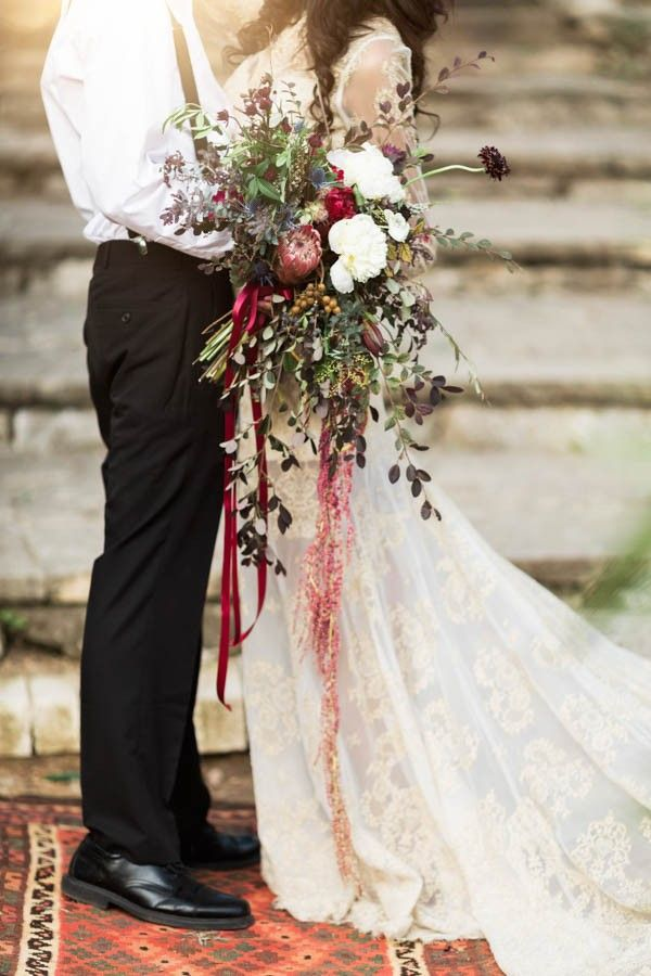 Wild fall wedding bouquet | Image by Holly Kringer Photography