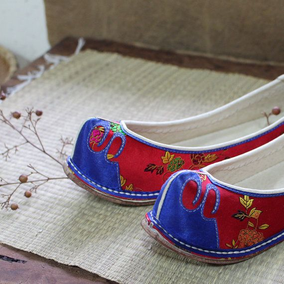 Korean traditional hand-sewn Shoes Handmade Authentic Women Wedding Shoes made by cultural intangible asset - Chungwoondu dahong soohye