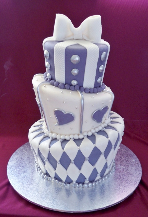 203 best Topsy turvy wedding cakes images on Pinterest | Amazing ...