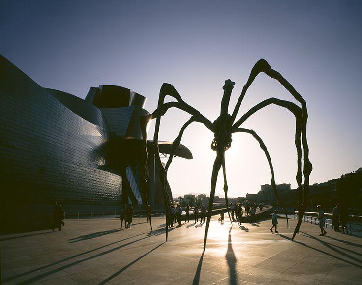Louise Bourgeois' skulptur Mamen. Foto: © FMGB Guggenheim Bilbao Museoa, København 2015.