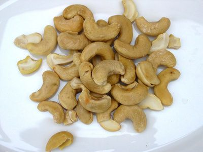 How Much Protein Is in a Handful of Cashews?