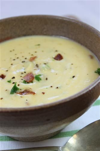 Thick 'n creamy cauliflower and cheese soup with bacon bits
