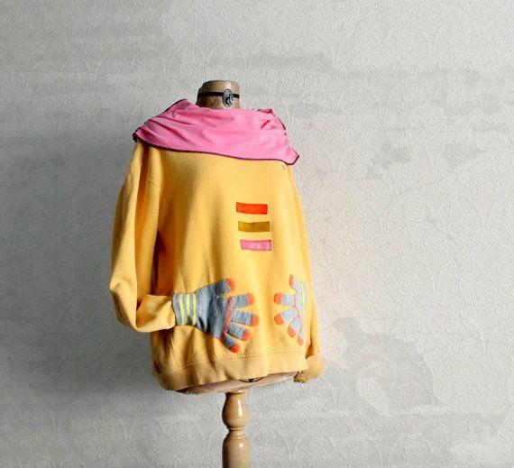 Plus Size Sweatshirt Hand Warming Pockets por BrokenGhostClothing