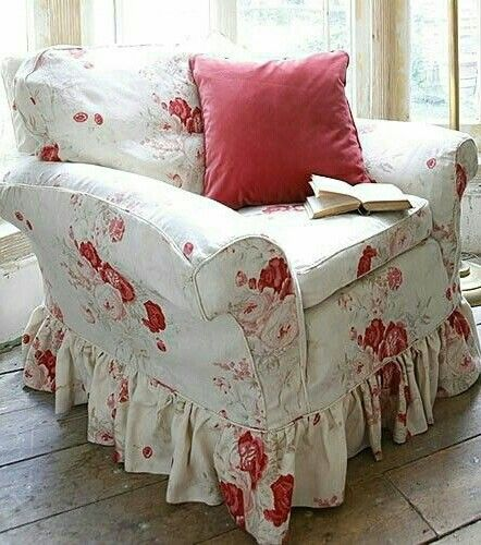 There is something about a little red in vintage florals and decorating that I love