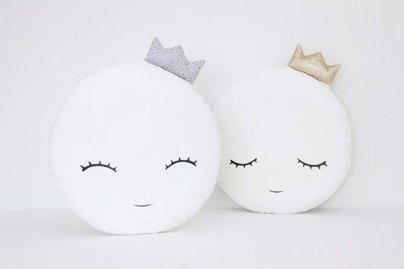 Witte volle maan kussen met maan kussen Kids door ProstoConcept
