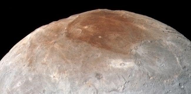 Загадка Мордора: ученые пытаются понять темный северный полюс на Хароне (4 фото) http://nlo-mir.ru/kosmoss/47616-severnyj-poljus-na-harone.html