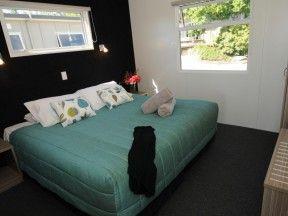 Taupo accommodation lake villa bedroom2