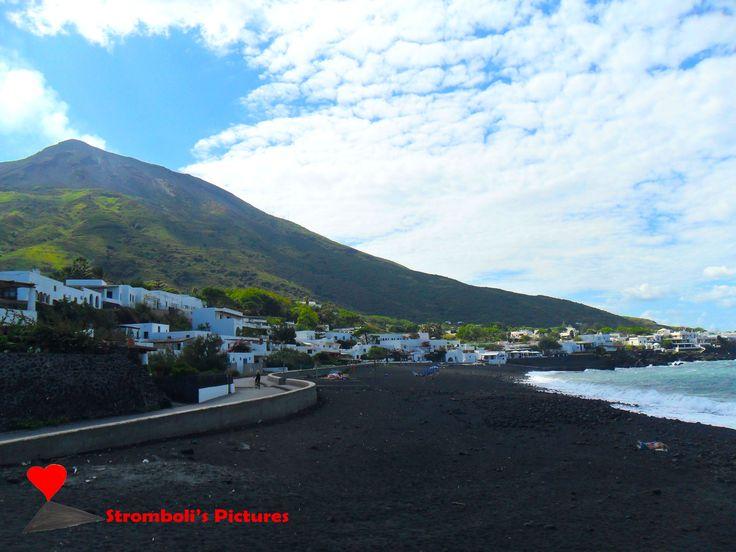The Ficogrande beach, island of #Stromboli.