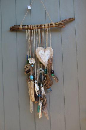 Mobile bohème avec gros morceaux bois flottés,coquillages cœur en bois avec…