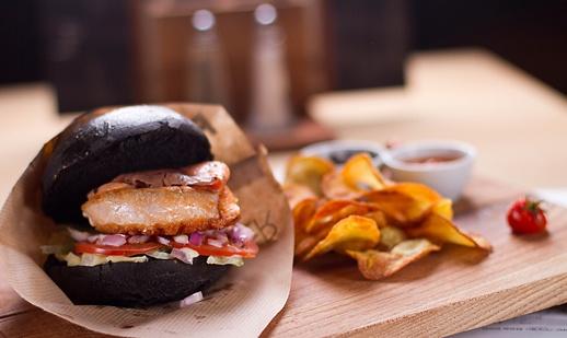 salmon burger Opus Jazz Club Budapest