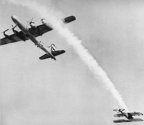 Pulitzer 1950 Near Collision at Air Show