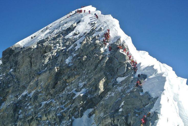 """""""El techo del mundo"""", el Monte Everest. http://www.enviajes.com/recomendaciones/viaja-al-monte-everest.html"""