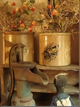 .: Fountian Hands Picks, Fall Decoration, Crock Cakes, Crock Homes Drool Worthi Idea, Hands Pumps, Well Pumps, Primitives Fall, Water Pumps, Country Primitives