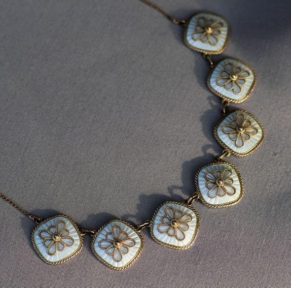Mesterstemplet halskjede i sterling sølv, med emalje og filigran. Vintage
