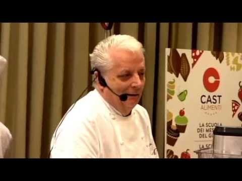 A lezione da Iginio Massari | Pan di Spagna - YouTube