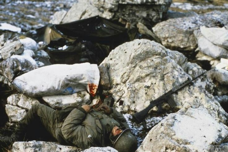 Dead Argentine soldier, Falklands war 1982, pin by Paolo Marzioli