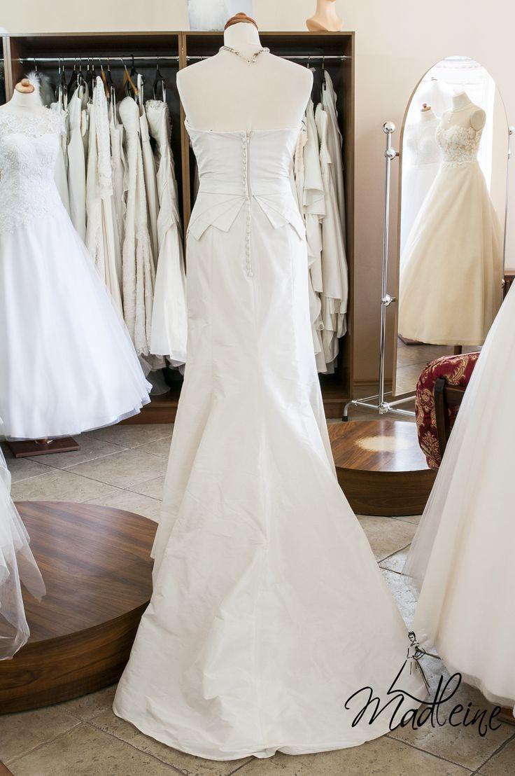 Madleine Poznań: klasyczna suknia ślubna - tył