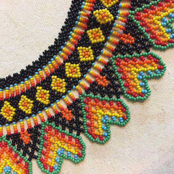 Collar cuentas colombiano tradicional hecho a mano