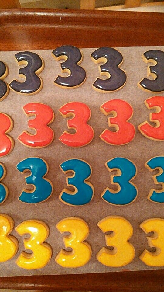 Number 3 cookies in The Wiggles colours