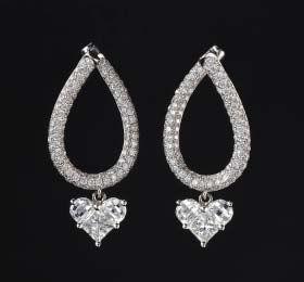 תמונה מאת http://www.h2consult.com/Lady_Heart_Earrings.jpg.