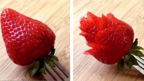 So schneiden Sie Erdbeeren in Rosenform