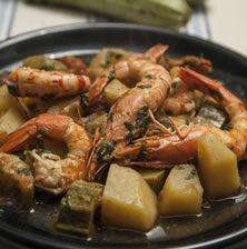 Παραδοσιακή συνταγή με προέλευση την Πρέβεζα, που οι ντόπιοι απολαμβάνουν τις γαρίδες μαγειρεμένες με κολοκυθάκια και πατάτες. Οι γαρίδες και οι καραβίδες Αμβρακικού έχουν μια ιδιαίτερη νοστιμιά και θεωρούνται μοναδικές