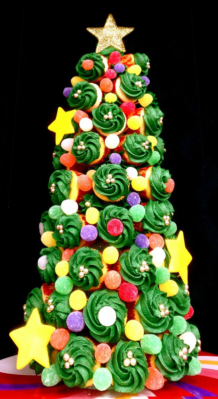 Buttercream Blondie: Flirt With Desserts » Blog Archive » Holiday Cupcake Tree