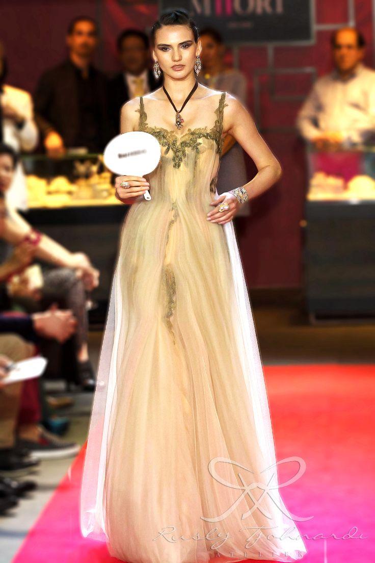 #lace #tulle #couture #fashion #hautecouture #fashionshow #promdress #cocktail #dress #redcarpet #glam #gala #glamour #glamorous #look #redcarpetlook #redcarpetfashion #ruslytjohnardi #ruslytjohnardiatelier #makeup #cledepeau #hairdo #actionhairsalon #fashionideas #outfit #fashioninspiration #fashiondesigner #fashiondesign #singapore #green #nude