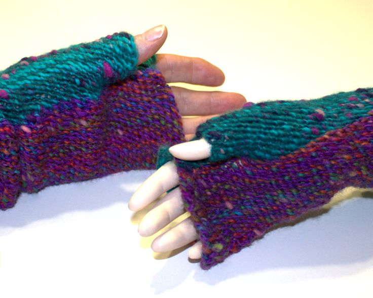 Mittens - technique sprang, material hanspun wool. You can see that sprang technique allows great flexibility of the final product.