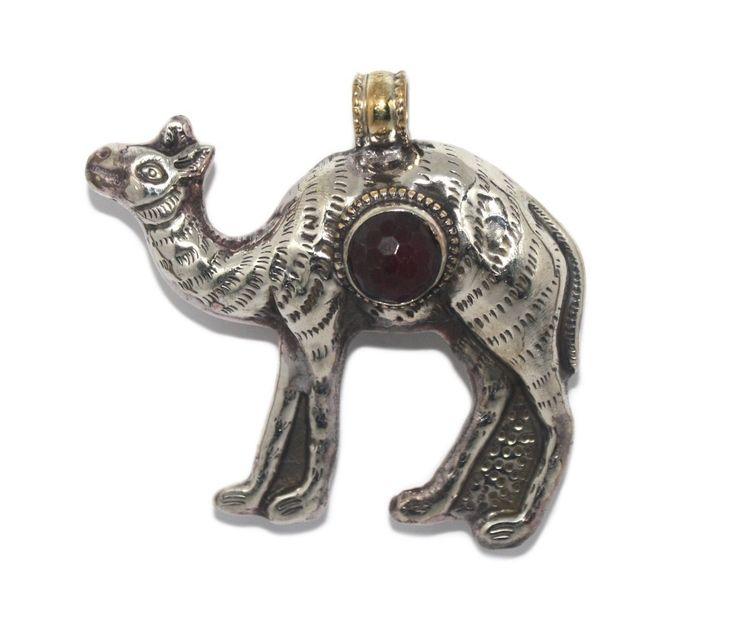 Large quartz camel pendant