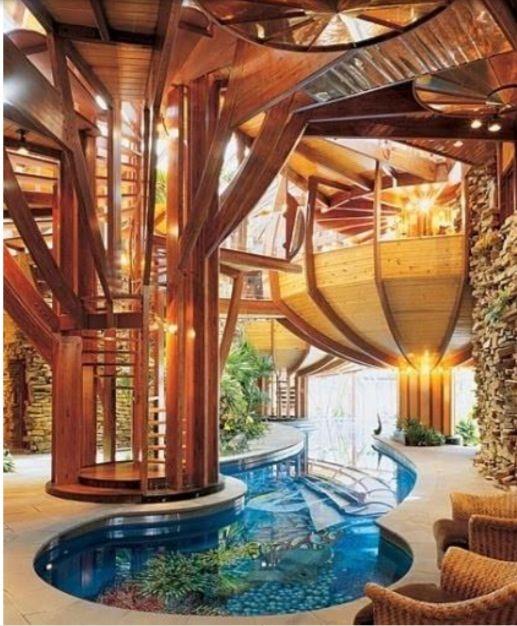 Indoor Pool mit Mosaikfliesen mit Naturmustern