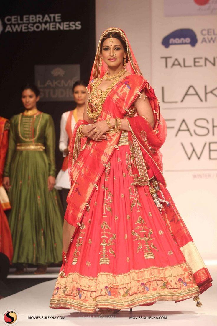 Sonali Bendre as a Maharashtrian Bride for Harshita Chatterjee Deshpande at Lakme Fashion Week, Winter-Festive 2013