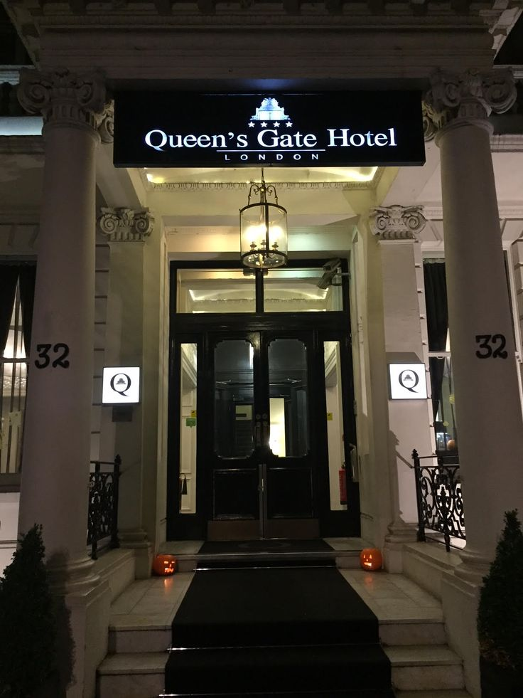 The ‪Halloween‬ spirit took over the interior areas of the The Queens Gate Hotel! Shall we spook you with our special ‪decor‬? Happy Halloween everyone!
