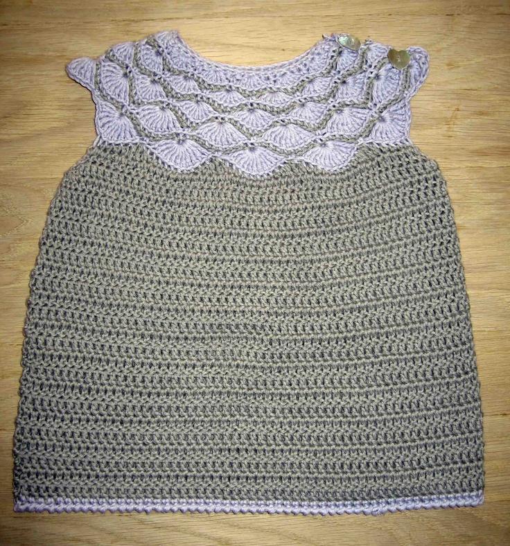 Hæklet muslinge kjole  Blødt til baby af Sidsel Sangild
