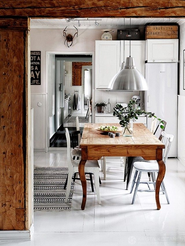 If you want to add a dash of industrial flair to your dining room, then the large-scale Foto lamp will take you there. This is ideally suited to areas where you want directed light, so a dining...