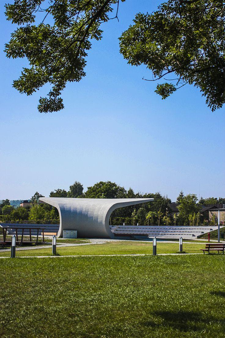 #Architektura w #KazimierzBiskupi - #park. #Amfiteatr od strony #parku. // #Architecture in Kaziemierz Biskupi, #Poland - #park. #Amphitheater