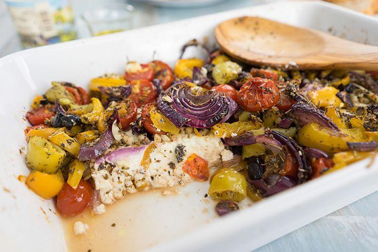 Würziger Schafskäse mit mediterranem Gemüse aus dem Ofen. Zubereitungszeit: 10 Min. Backzeit: 20 Min. Zutaten für 2 Personen: 2 Scheiben Schafskäse 4 EL Olivenöl 1 EL Rosmarin, getrocknet 1 EL Oregano, getrocknet 1 EL Minze, getrocknet 200 g Cocktailtomaten 1 Paprika, gelb 6 milde Peperoni 2 rote Zwiebeln 4 Knoblauchzehen 50 g schwarze Oliven Zubereitung: …