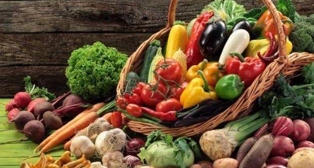 نظام غذائي من فواكه وخضروات قد يمنع الشيخوخة وضع باحثون من جامعة مينيسوتا طريقة بسيطة ولذيذة لمكافحة الشيخوخة أساسها Food Vegetables Decorative Wicker Basket
