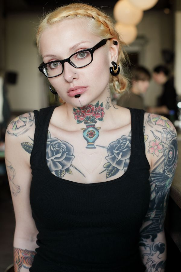 : Black Rose, Ink Girls, Classy Ink, Neck Tattoo, Beautiful Modified, Body Art, Beautiful Body, Tattoo Girls, Body Tattoo