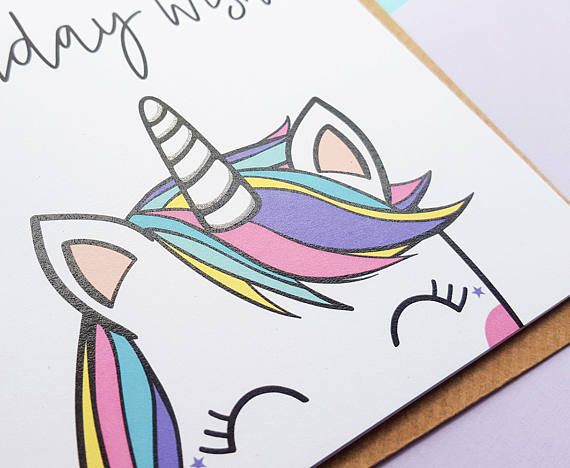 ☆Cute arc en ciel Licorne anniversaire Card☆ Voeux d'anniversaire magique avec cette carte de licorne arc en ciel délicieux. La carte parfaite pour tous ceux qui aime les licornes ! Cette carte est fini avec des paillettes d'argent pour ajouter un peu d'éclat Licorne à la main. Illustration à la main numérique Unique ☆ ☆ la main agrémenté de paillettes d'argent _________________________________________________________________________________________ Impression sur carte-blanc mat recyclé ...