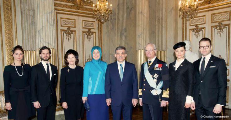 Familj i sorg tar emot Turkiets presidentpar på officiellt besök