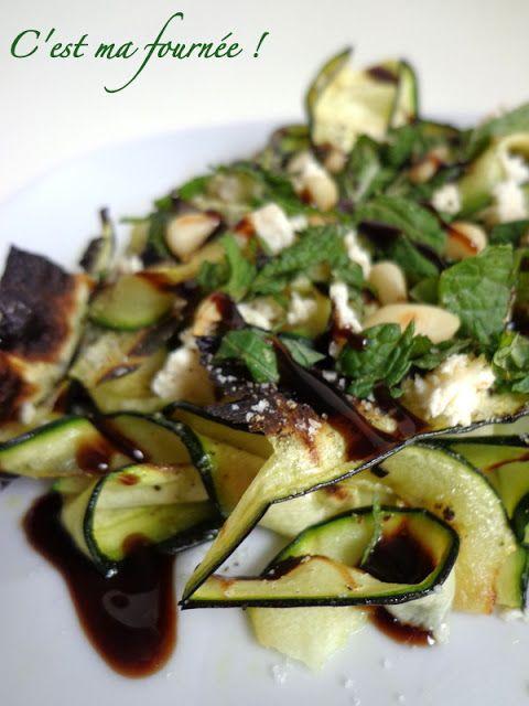 Salade de courgettes grillées, menthe et feta - Uii je sais, encore de la feta... Mais c'est tellement le petit plus qui vous ravi une salade mdrrr...