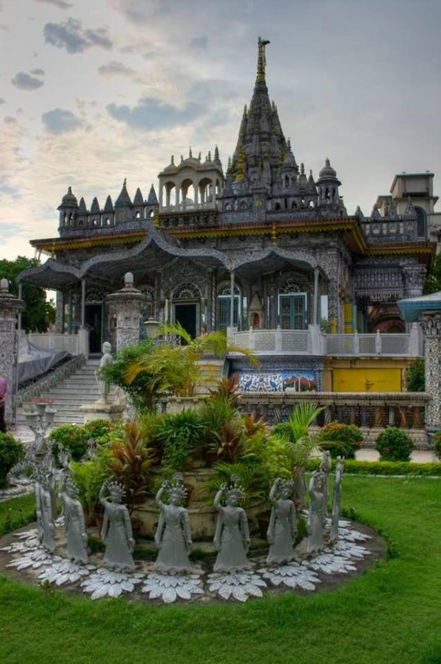 1460116_10152043486134222_2128762015_n Pareshnath — at Birla Mandir.