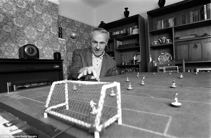 Football, May 1976, Liverpool FC Manager Bill Shankly practices his Subbuteo skills at home  (Photo by Bob Thomas/Getty Images)