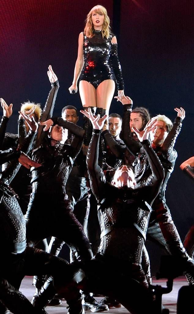 Taylor Swift Reputation Stadium Tour May 8 2018   reputation! in