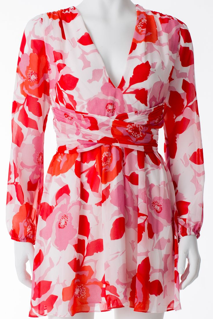 Robe à fleurs rouges et roses, MARCIANO, 228$ * Red and pink floral print dress, MARCIANO, $228