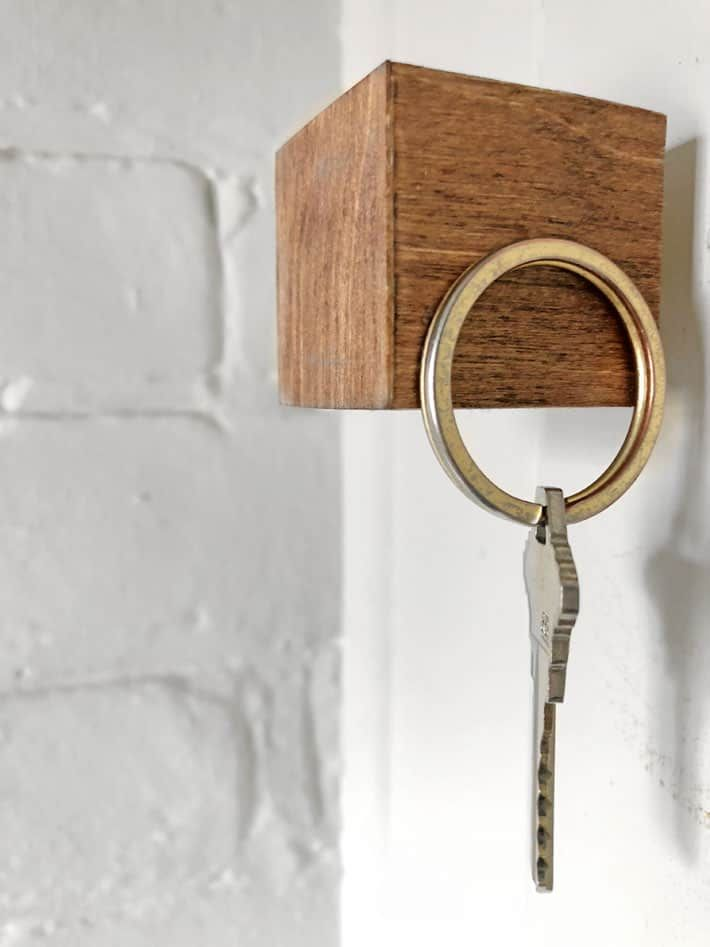 The Magical Key Cube A Really Cool Magnetic Key Hanger Key Hanger Key Holder Diy Cheap Diy