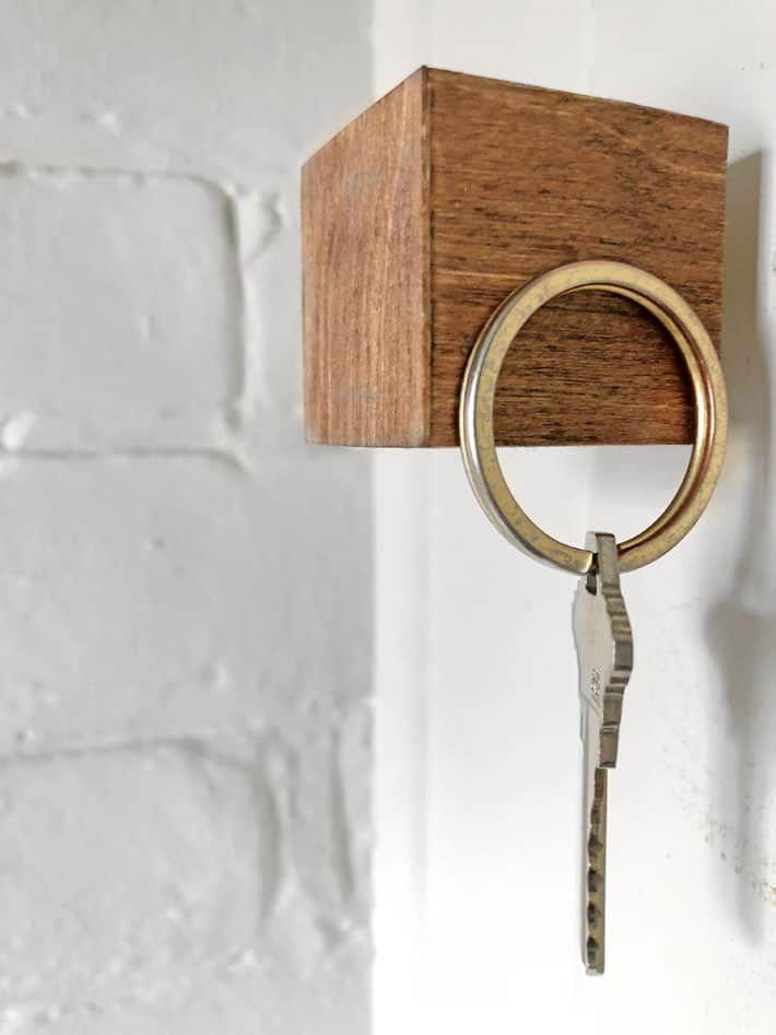 The Magical Key Cube A Really Cool Magnetic Key Hanger Key Hanger Key Holder Diy Cheap Diy