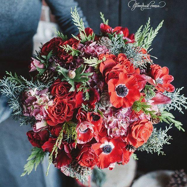 Тем временем в нашей мастерской @floral_style, в перерывах между  новым годом и новым годом)) букет на день рождения  @art_petrov #цветочныйстильнск